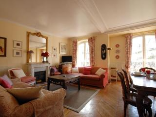 Perfectly Caulaincourt Charm s - Paris vacation rentals