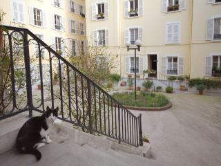 Perfectly Houdon Hideaway slee - Paris vacation rentals