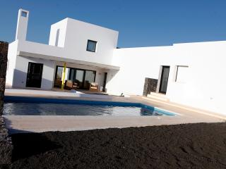 LUXURY VILLA PRÍVATE POOL FV12 - La Oliva vacation rentals