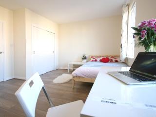 Cosy flat 20 mins from city centre - Edinburgh vacation rentals
