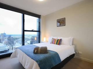 CT1 - MODERN 2BR/2BTH CBD APT (WIFI+NETFLIX+POOL) - Melbourne vacation rentals