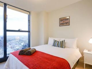 CT2 - MODERN 2BR/2BTH CBD APT (WIFI+NETFLIX+POOL) - Melbourne vacation rentals