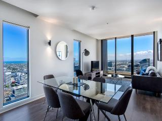 LUXURY 3BR-2BATH PENTHOUSE + SEAVIEW + NETFLIX - Melbourne vacation rentals