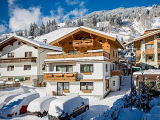 Romantic 1 bedroom Saalbach Apartment with Internet Access - Saalbach vacation rentals