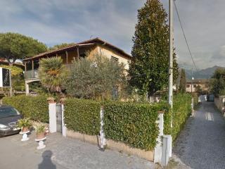 2 bedroom Condo with Internet Access in Cinquale - Cinquale vacation rentals