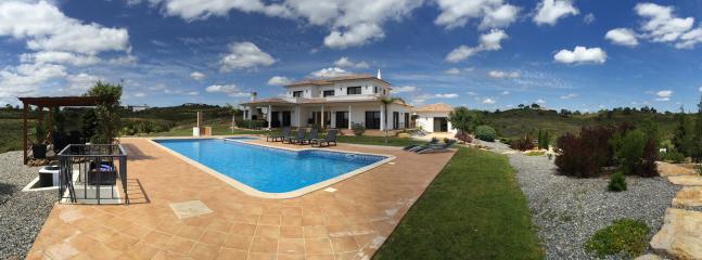 Nice Villa with Internet Access and Dishwasher - Vila Nova de Cacela vacation rentals