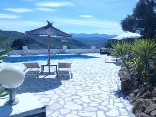 Perfect 4 bedroom Villa in Alozaina with Internet Access - Alozaina vacation rentals