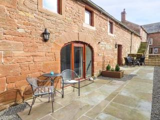 THE MEAL HOUSE terraced, working farm, parking, shared garden, in Carlisle, Ref 933728 - Carlisle vacation rentals