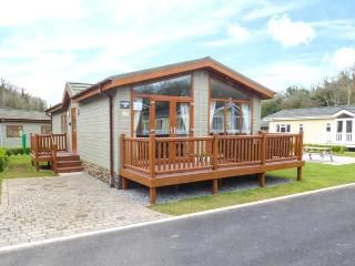 SEA BREEZE, detached lodge, en-suite, enclosed decked area, pet-friendly, Stepaside, Ref 935043 - Stepaside vacation rentals
