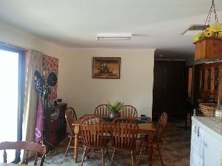 Comfortable House with Washing Machine and Television in Dareton - Dareton vacation rentals