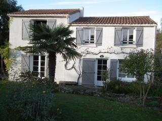 Nice House with Internet Access and Balcony - Nesmy vacation rentals