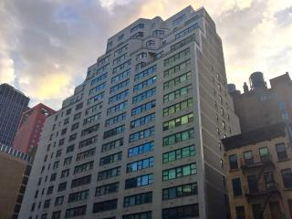 LUXURY RENOVATED DOORMAN 1BR APT ON EAST 44TH - New York City vacation rentals