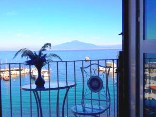 1 Bedroom sea view beach apartment in Sorrento - Sorrento vacation rentals