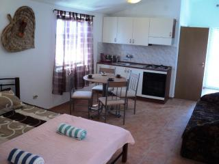 Comfortable Apartment with Grill and Water Views - Karlobag vacation rentals