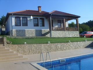 Nice Villa with Washing Machine and Balcony - General Kantardjievo vacation rentals