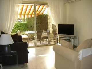 Luxury 2 bedroom garden apartment with pool - Cannes vacation rentals