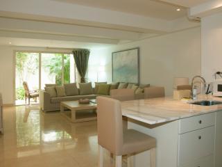Modern 1 Bedroom in the Old City - Cartagena vacation rentals