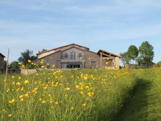 Luxury Holiday Home Ferme du Monteil, Auge - Auge vacation rentals