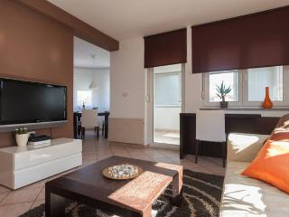Cozy place near beach with garage - Pjescana Uvala vacation rentals
