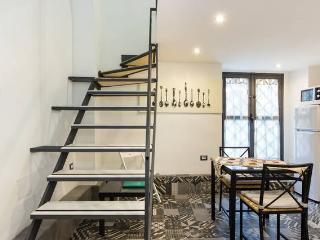 CATANIA HOMES CAPUANA CENTRALISSIMO FINO A 12 POSTI - Catania vacation rentals