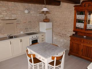 Villa Costanzi: Rural Apartment With Stone Walls & Old Furniture - Sigillo vacation rentals