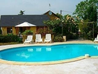 Comfortable House with Short Breaks Allowed and Long Term Rentals Allowed (over 1 Month) - Saint-Maixent-l'Ecole vacation rentals