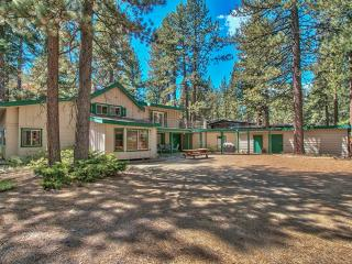 Spectacular 5BR South Lake Tahoe Home w/Wifi, Hot Tub, Sauna & Unbelievable Forest Views - Close to Lake Tahoe and the Beach! - South Lake Tahoe vacation rentals