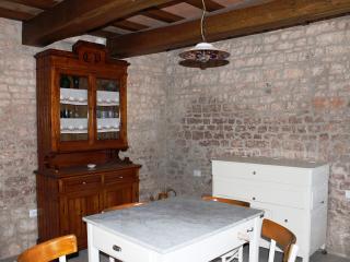 Rural apartment with real stone walls! - Sigillo vacation rentals