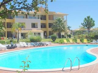 2 bedroom w terrace, garden and pool. Free WIFI - Vilamoura vacation rentals