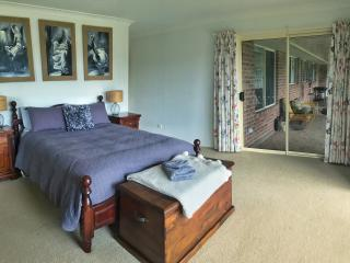 Perfect 4 bedroom Armidale Farmhouse Barn with A/C - Armidale vacation rentals