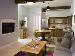2Bedroom Garden Suite with Hot Tub - Tel Aviv vacation rentals