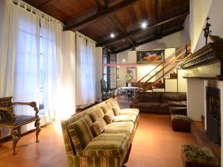 near Ponte Vecchio-TOSCANELLA CHARMING LOFT - Florence vacation rentals