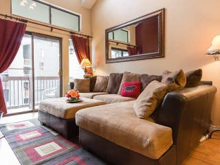 Awesome 2 bdrm condo - walk 2 Park City ski lifts, pool, washer, wi-fi, hot tub - Park City vacation rentals