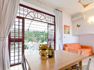 IBISCUS cozy and bright near Etna's port - Torre Archirafi vacation rentals