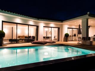 Villa luxe pieds dans l'eau avec piscine et vue - Pietrosella vacation rentals