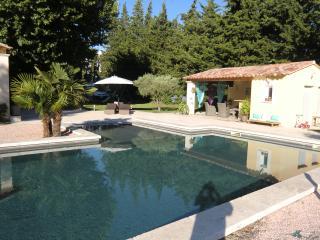 Mas provençal avec piscine et pool house - Aubignan vacation rentals