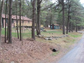LAKE WALLENPAUPACK POCONO MOUNTAIN HOUSE / HOT TUB - Paupack vacation rentals