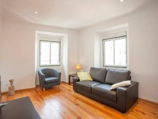 Sunny Apartment with Television and DVD Player in Lisbon - Lisbon vacation rentals