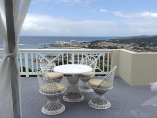 Cosy Ocho Rios Two Bedroom Townhouse & roof deck - Ocho Rios vacation rentals
