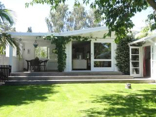 The Perfect Coastal Getaway - Kuku Cottage - Te Awanga vacation rentals