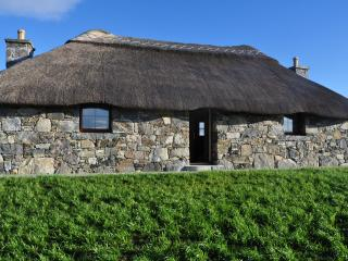 Cozy Thatched Cottage Loch Boisdale South Uist - Lochboisdale vacation rentals