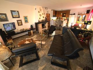 Spacious 4 bedroom House in Mravince - Mravince vacation rentals