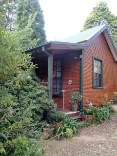 Nice Cottage with Washing Machine and Freezer - Leura vacation rentals
