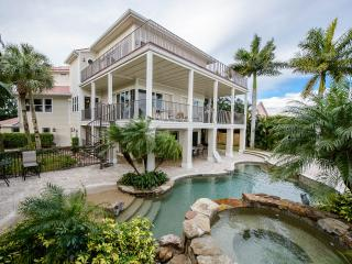 █ Tropical Island Hacienda █ Bayfront Luxury Estate - Fort Myers Beach vacation rentals