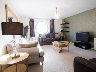Fantastic Spacious Riverside Apartment - Newcastle upon Tyne vacation rentals