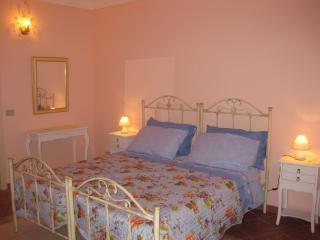 Ares Apartments  7 posti letto Tempio di Apollo - Syracuse vacation rentals