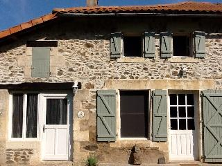 Lakeside, Charente cottage (Wisteria cottage) - Lesignac-Durand vacation rentals