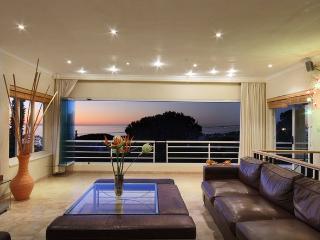 Modern 6 bedroom Sea View Villa in Camps Bay - Bakoven vacation rentals