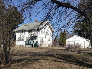 Grandma's Farmhouse...like staying at Grandma's! - Minneapolis vacation rentals