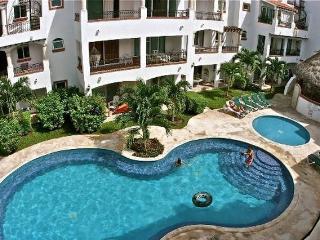 GAVIOTAS Centric & near to all, 2 BDR, 1st floor!! - Playa del Carmen vacation rentals